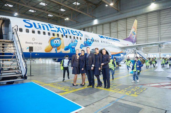 SunExpress Schlumpf Boeing 737-800
