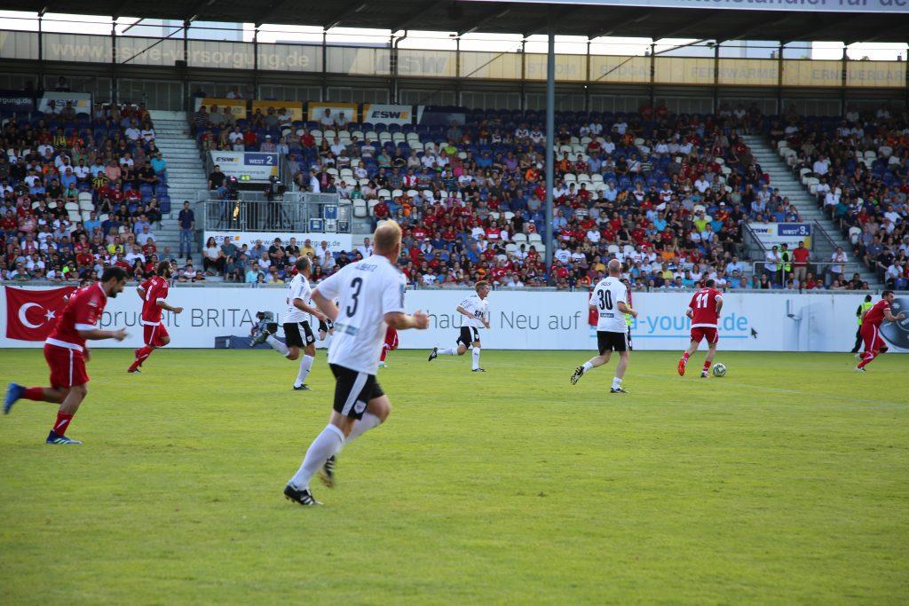 Ehemalige deutsche und türksische Fußballspiele beim SunExpress Legendenspiel